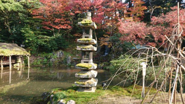 海石塔と紅葉